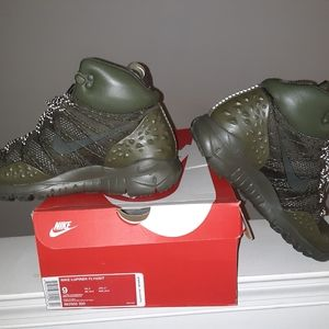 Nike lupinek flynit hiking g boots